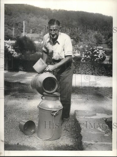 1933 Press Photo Stanley Walters Sorts Trout at New York State Fish Hatchery - Historic Images