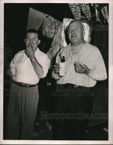 1949 Press Photo John Jozsa & Jerry McCarthey Watching Philadelphia Athletics - Historic Images