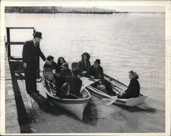 1925 Press Photo Alexander Donny Weiss Launches First Boat at Edgewater Park - Historic Images