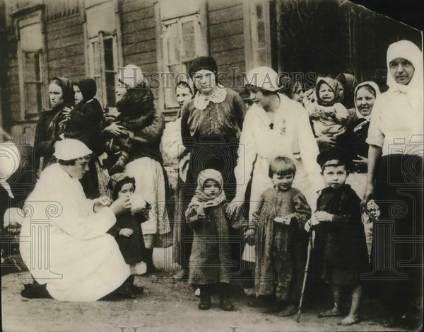 1921 Press Photo America means hope to children in Eastern, Central Europe - Historic Images