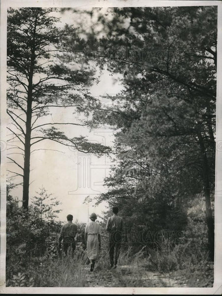 1937 Press Photo People Walking in Greenbelt, Maryland - Historic Images