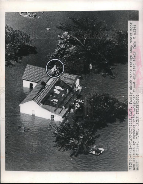 1948 Press Photo Staffordville, Kans, aerial view of floods & family on rooftop - Historic Images