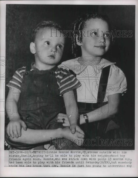 1951 Press Photo Ronnie Morris, 2 1/2, with his sister, Sheila - Historic Images