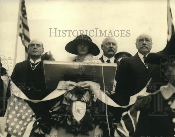 1922 Press Photo Statue of Edmund Burke unveiled in Washington D.C. - neb88885 - Historic Images
