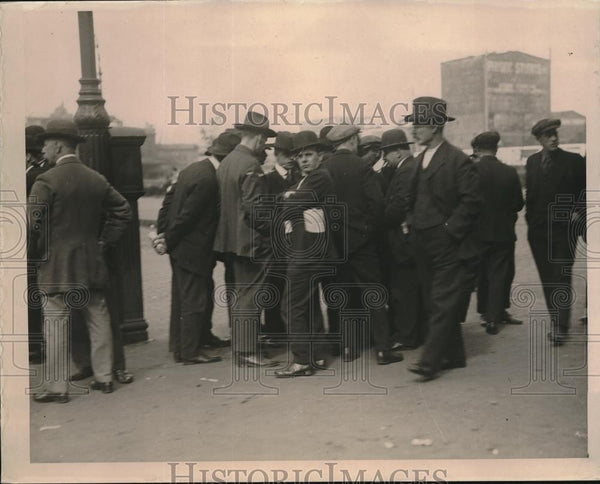 1919 Press Photo Longshoresmen Striking at New York Dock - Historic Images