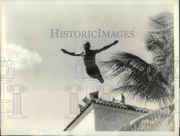 1935 Press Photo Captain Tom Sellers executes a layout full Gaynor - Historic Images