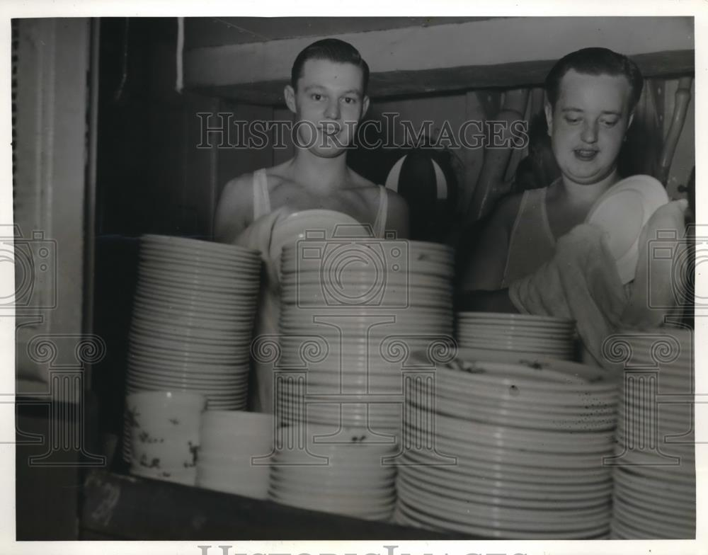 1940 Press Photo Canada Navy 2nd Div reinforcements to England dishwashing crew - Historic Images