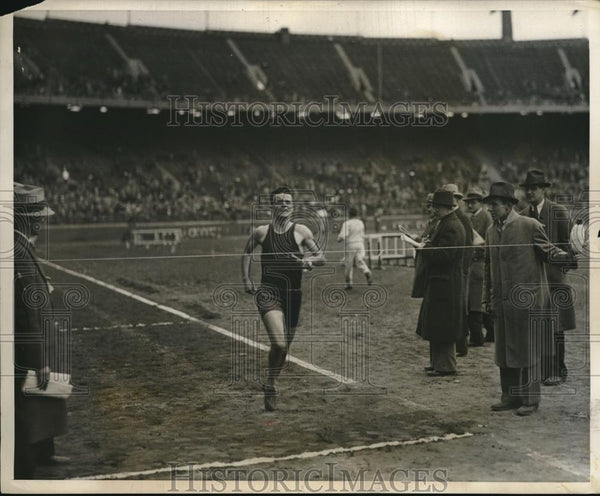 1931 Press Photo Carl Coan Wins Distance Medley Relay, Penn Relays, Pennsylvania - Historic Images