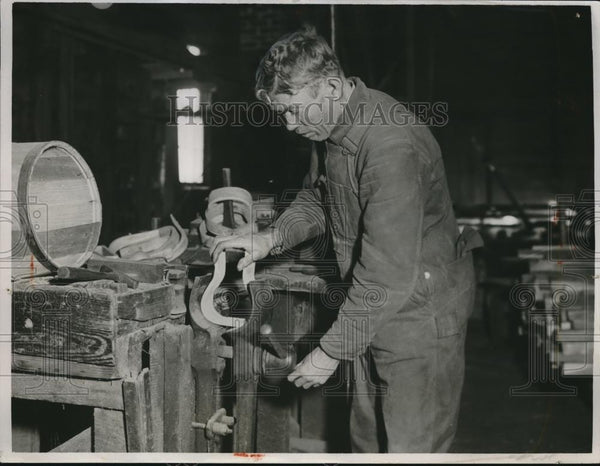 1933 Press Photo WH Radilee stirrup factory in Ageney, Mo. - nec08174 - Historic Images