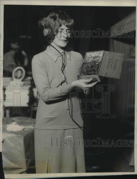 1926 Press Photo Harriet Summer at Worlds Radio Fair in New York City - Historic Images
