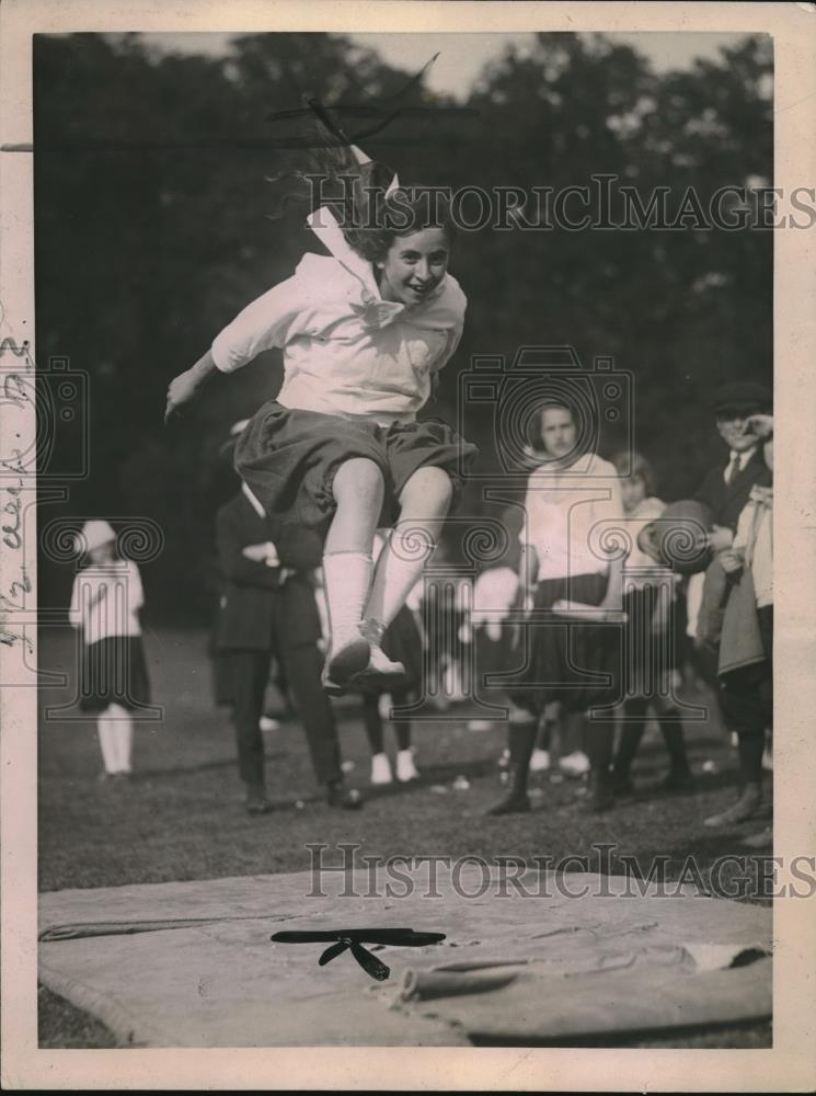 1921 Press Photo Broad Jump by Ethel Globerman of Brooklyn New York - Historic Images