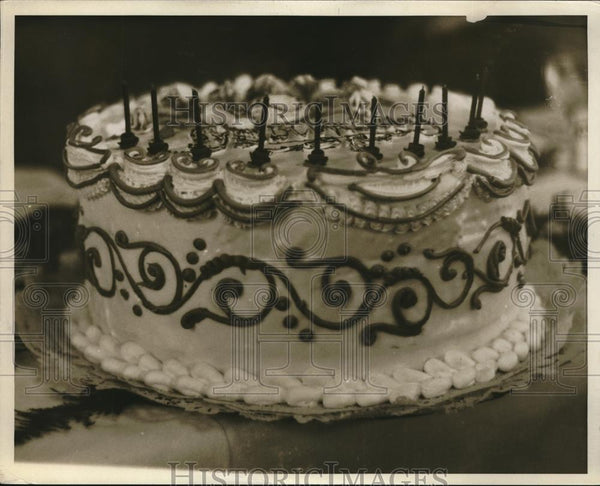 1930 Press Photo Birthday Cake for the League of Women's Voters - Historic Images