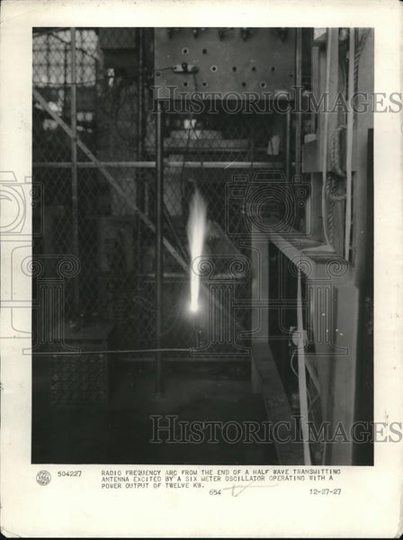 1927 Press Photo Radio Frequency Arc from End of a Half Wave Transmitter - Historic Images