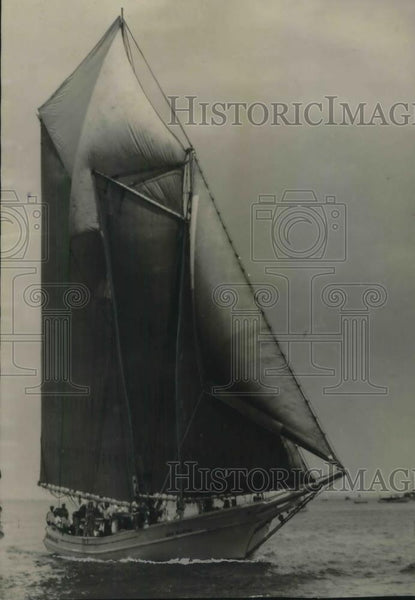 1929 Press Photo Schooner Ship Julia Delacruz At Gulf Fishermen's Yacht Race - Historic Images