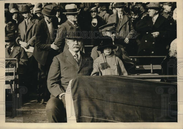 1923 Press Photo Army secretary at a football game in Griffith Stadium between - Historic Images