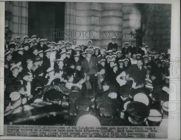 1948 Press Photo Midshipmen of US Naval academy welcomes navys football team. - Historic Images