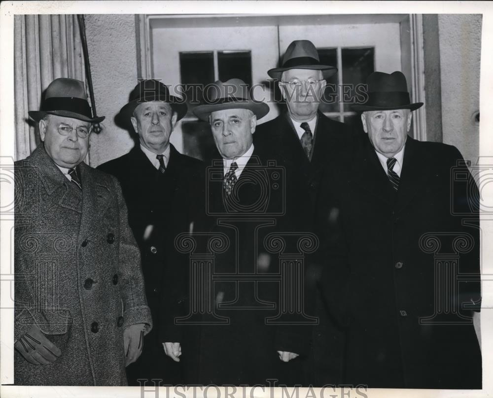 1945 Press Photo Congressional Advisers along With Military Officials in DC - Historic Images