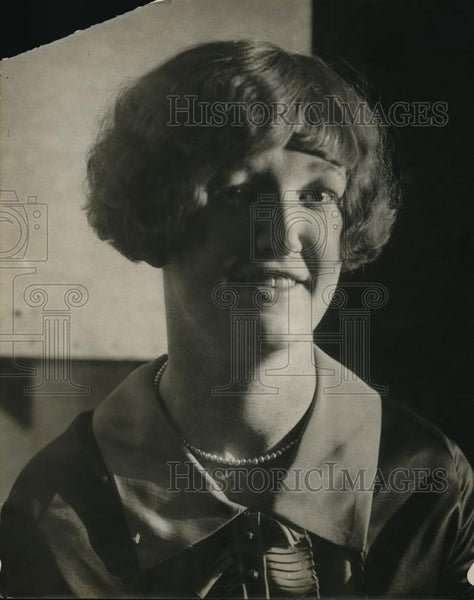 1925 Press Photo Agnes Gallagher Shows Her New Hairstyle - nec35868 - Historic Images