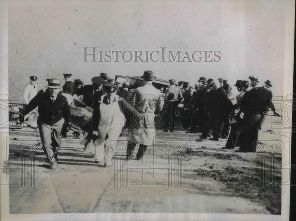 1935 Press Photo Automobile accident, sedan struck into river, at least one dead - Historic Images