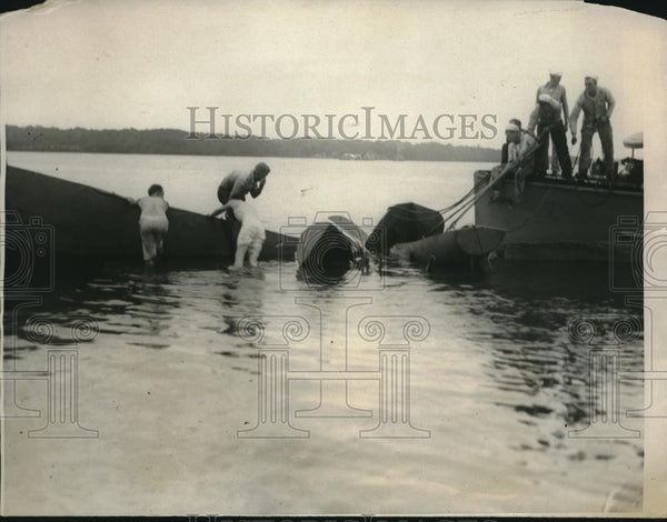 1923 Press Photo Wreck of the naval plane that fell 2200 feet into Potomac River - Historic Images