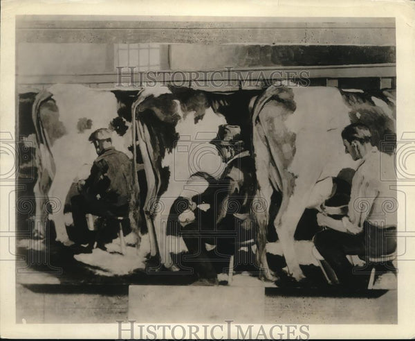 1929 Press Photo Cows being milked by hand on a farm - Historic Images