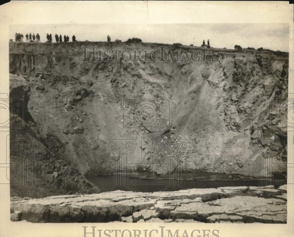 1926 Press Photo Giant Sink Hole On Smoky Hill River Near Sharon Springs Kansas - Historic Images