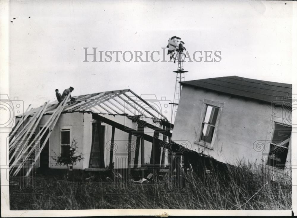 1941 Press Photo Charlie Maynard Makes Two Houses Out Of One - nec33453 - Historic Images