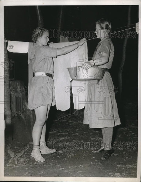 1937 Press Photo Martha Selbey and Yvonne Lebegue at Girl Scout Encampment - Historic Images