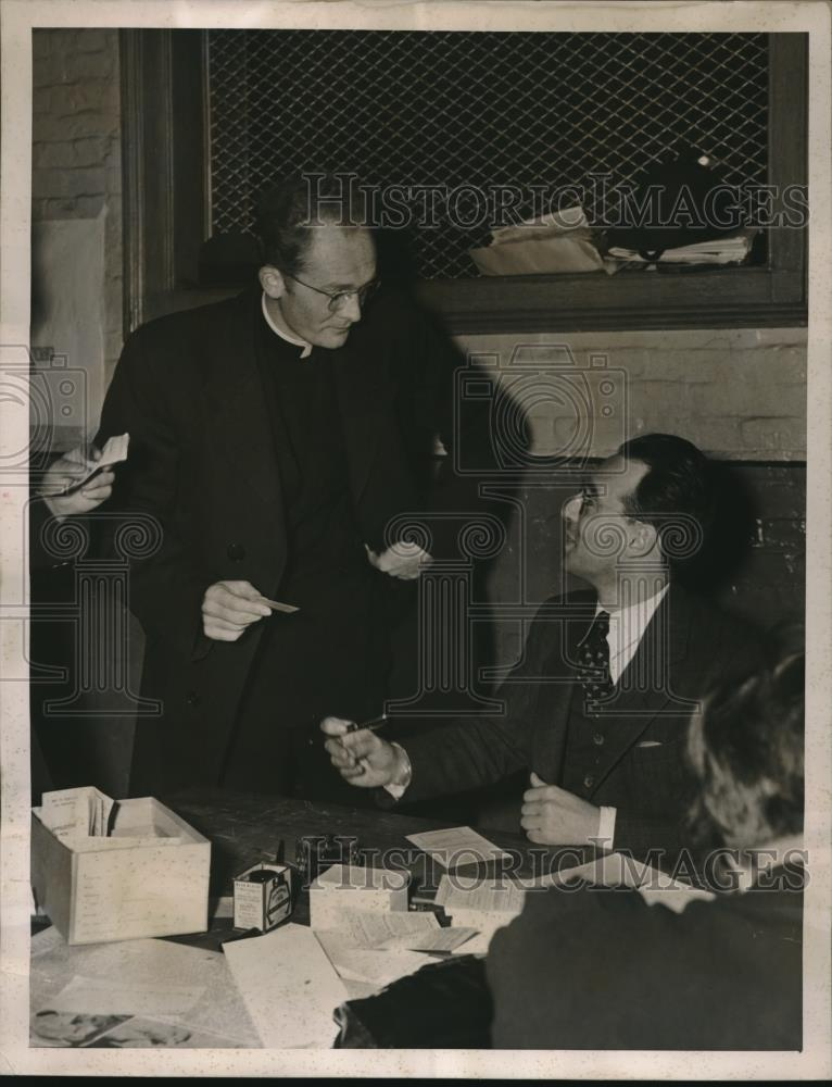 1940 Press Photo Father Francis Reh of St. Patrick's Cathedral - nec32187 - Historic Images
