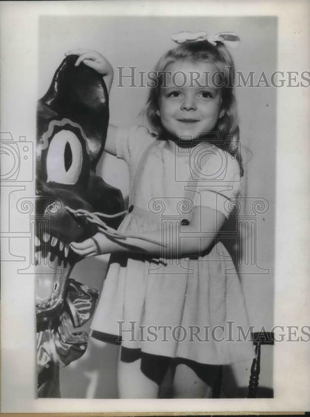 "1944 Press Photo Betty Ann Hult,  won title ""Champion future pinup girl"". - Historic Images"