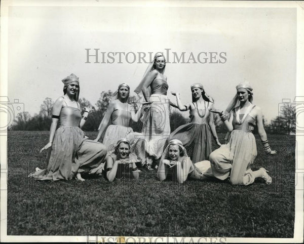1934 Press Photo Coeds In Harem Costume For Beaver College May Festival - Historic Images