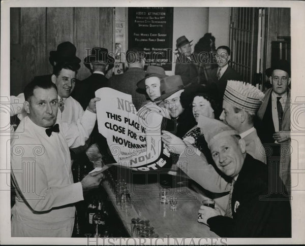 1944 Press Photo Omaha, Neb Bar keep Harry Hale as gov. votes for Dry ban - Historic Images