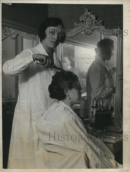 1926 Press Photo Hair dressers contest in Paris, France Mrs Calmette wins - Historic Images