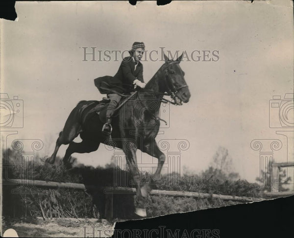 1920 Press Photo Major Harry Leonard On Horse During Jumping Event - nec42025 - Historic Images