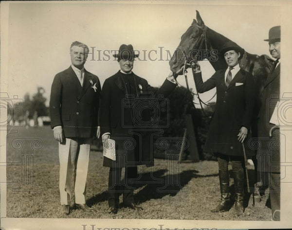 1926 Press Photo Bishop Manning Inspects Prize Winner At Cathedral Horse Show - Historic Images