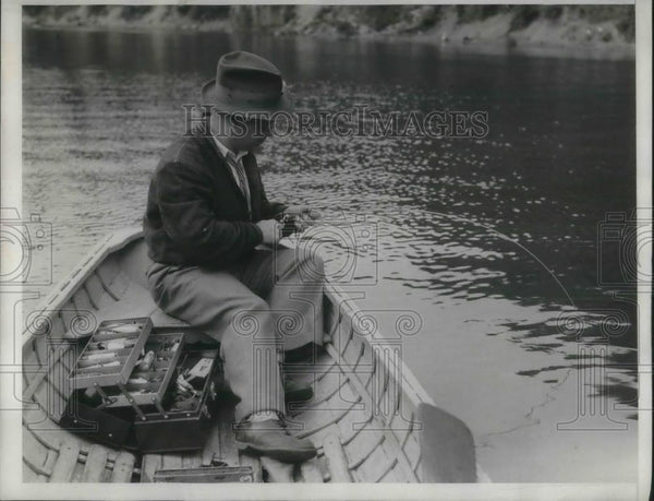 1933 Press Photo Jimmy Donahue Fishing in a Boat - Historic Images