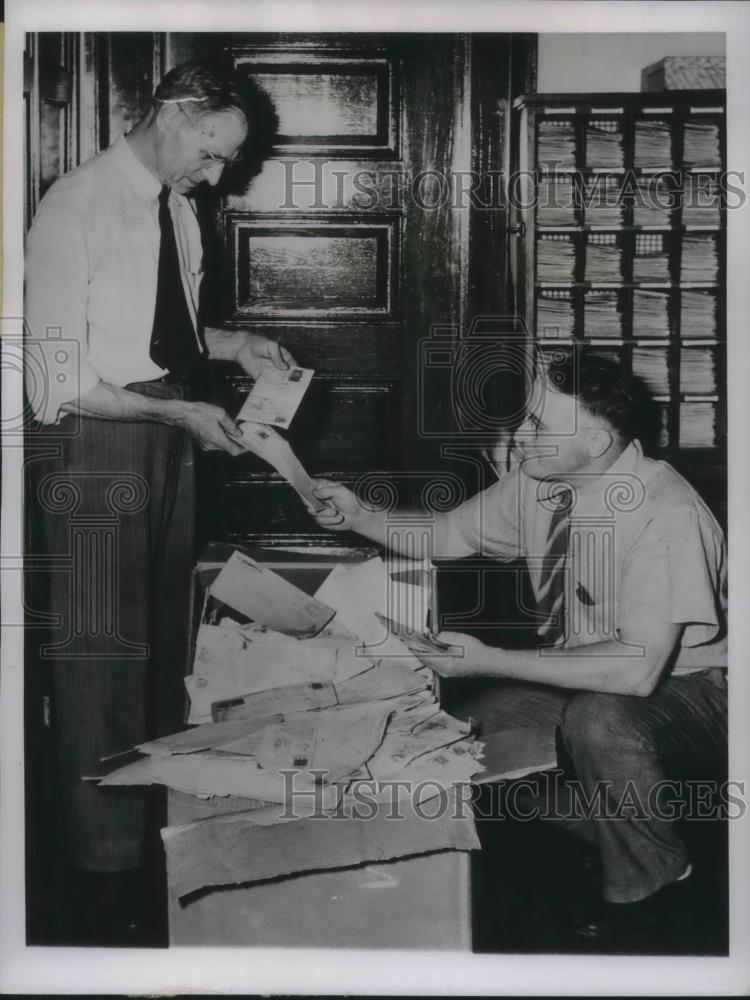 1945 Press Photo Dixon, Ill. postmasters mail lost reviewed by George Smith & - Historic Images