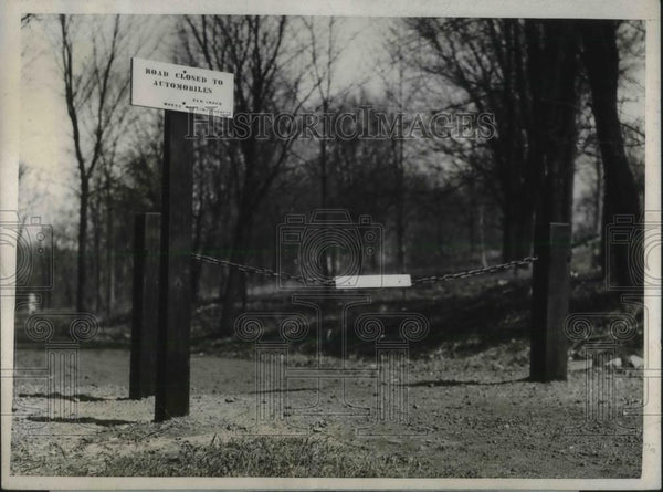 1926 Press Photo Sign Barring Visitors from Mt. Holyoke College After Dark - Historic Images