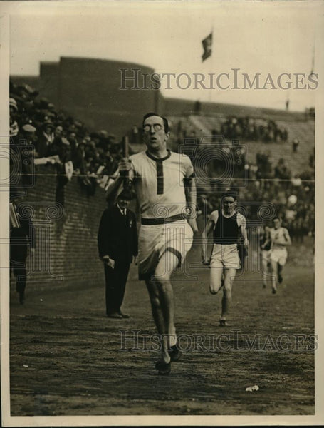 1923 Press Photo British capt. Milligan of Oxford wins the relay's last leg. - Historic Images