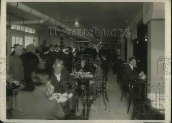 1919 Press Photo A Red Cross cafeteria is used often for cheap prices - Historic Images