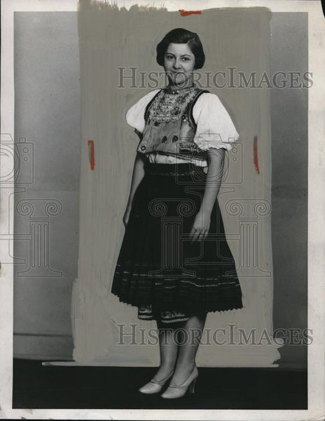 1932 Press Photo Katherine Holy  in a Slovakian outfit - Historic Images