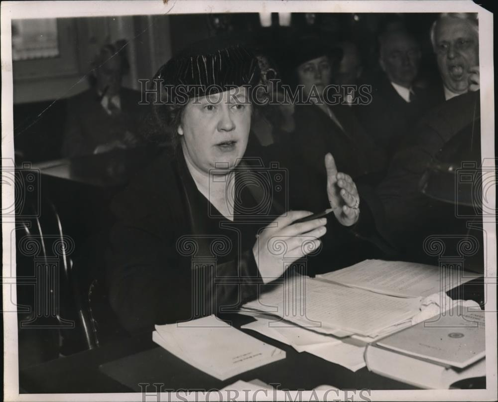 1938 Press Photo rs Elinor M Herrick in a hearing room - Historic Images