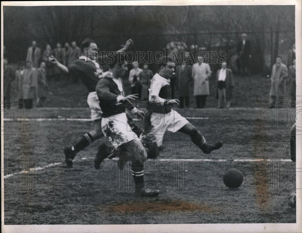 1936 Press Photo Clayton Lanhag in soccer action in the mud - Historic Images