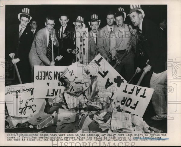 1952 Press Photo Young Republicans Clean Up Lincoln Day Rally Signs Washington - Historic Images
