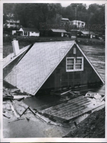 1955 Press Photo Greenwich Conn Byram river floods carry away homes - Historic Images