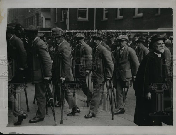 1920 Press Photo Wounded men marching through Westminster - Historic Images