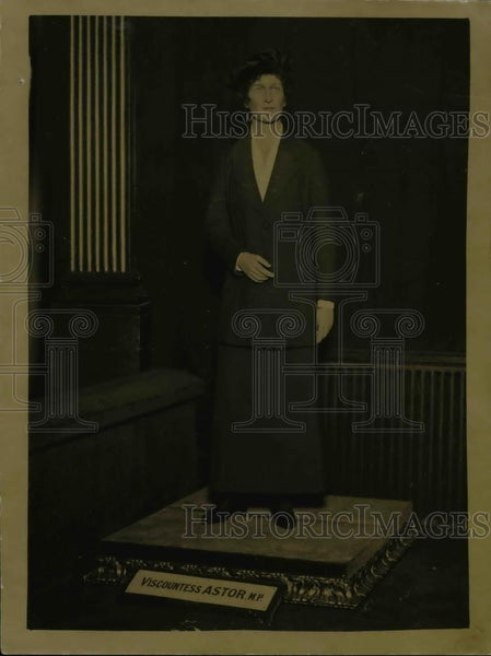 1920 Press Photo Viscountess Astor Statue at Madame Taussauds Hall of Fame - Historic Images