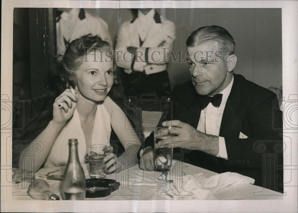 1938 Press Photo Mrs. Byron Sloane and Stanley Gensler hagving dinner in Palm - Historic Images