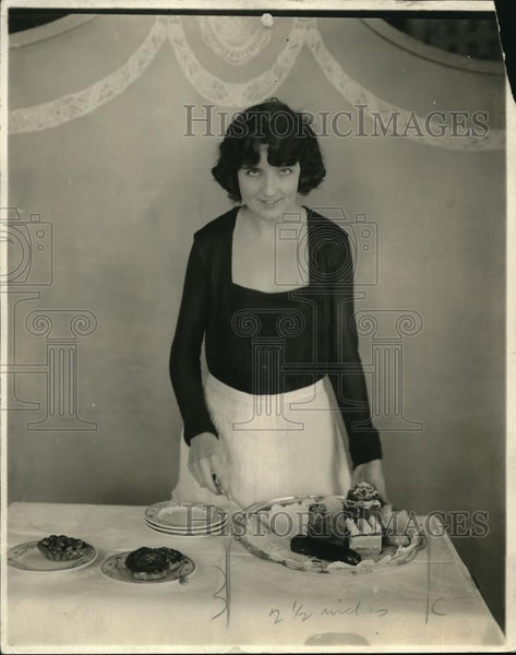 1919 Press Photo Woman with desert tray - Historic Images