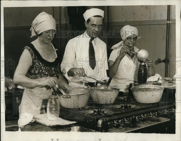 1931 Press Photo Mrs W. Dunn, Chef Sillbide , And Mrs R.E. Frank - Historic Images